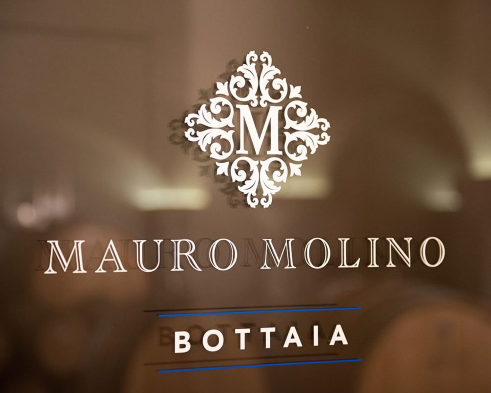 Vetrofania Bottaia per Mauro Molino: design e realizzazione Blulab Creative Lab
