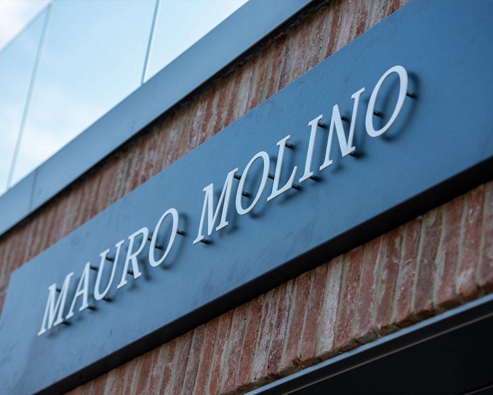 Insegna Mauro Molino: progetto e realizzazione a cura di Blulab Creative Lab